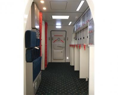 B737-800前门区舱段